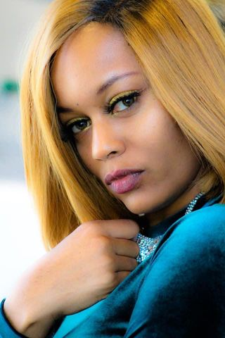 New face female model Natoya from United States