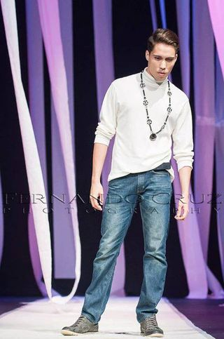 LATIN MODEL RUNWAY: CASUAL FASHON