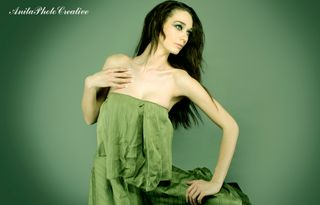 Model Nyra