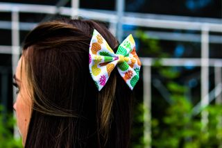 Modeling hair bows in a greenhouse