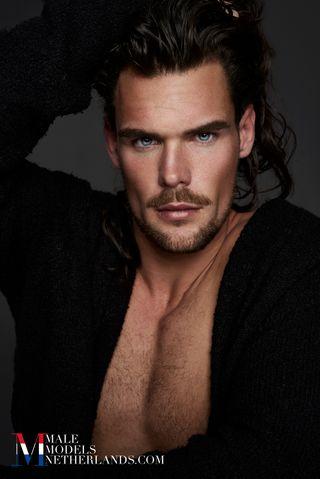 Model dennis royal model agency