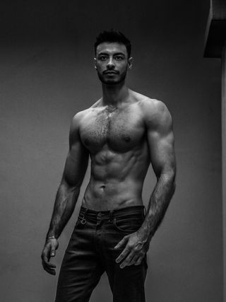 Mans physique, Black and white