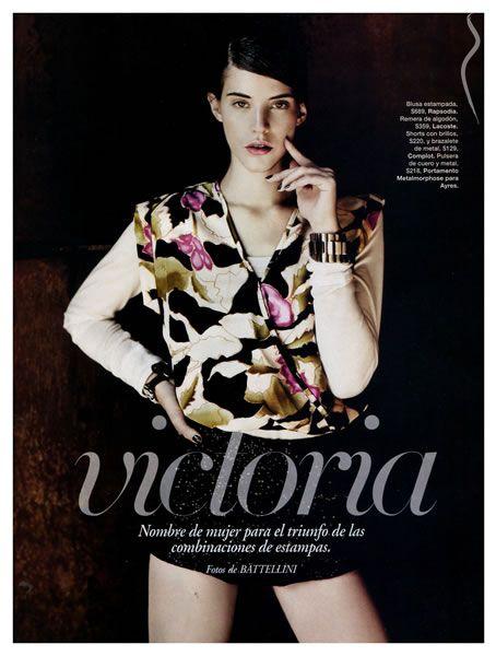 Carla Ciffoni Layers In Fall Knitwear For Elle Uk By: Carla Ciffoni - Un/a Model De Argentina