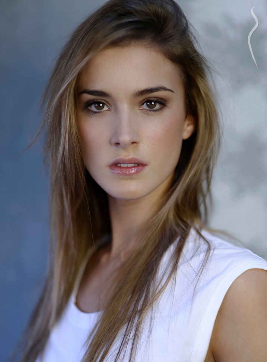 AINARA - a model from Spain | Model Management