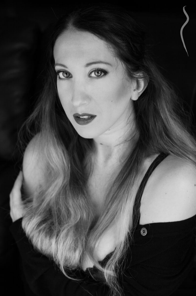 Elaena - a model from France | Model Management