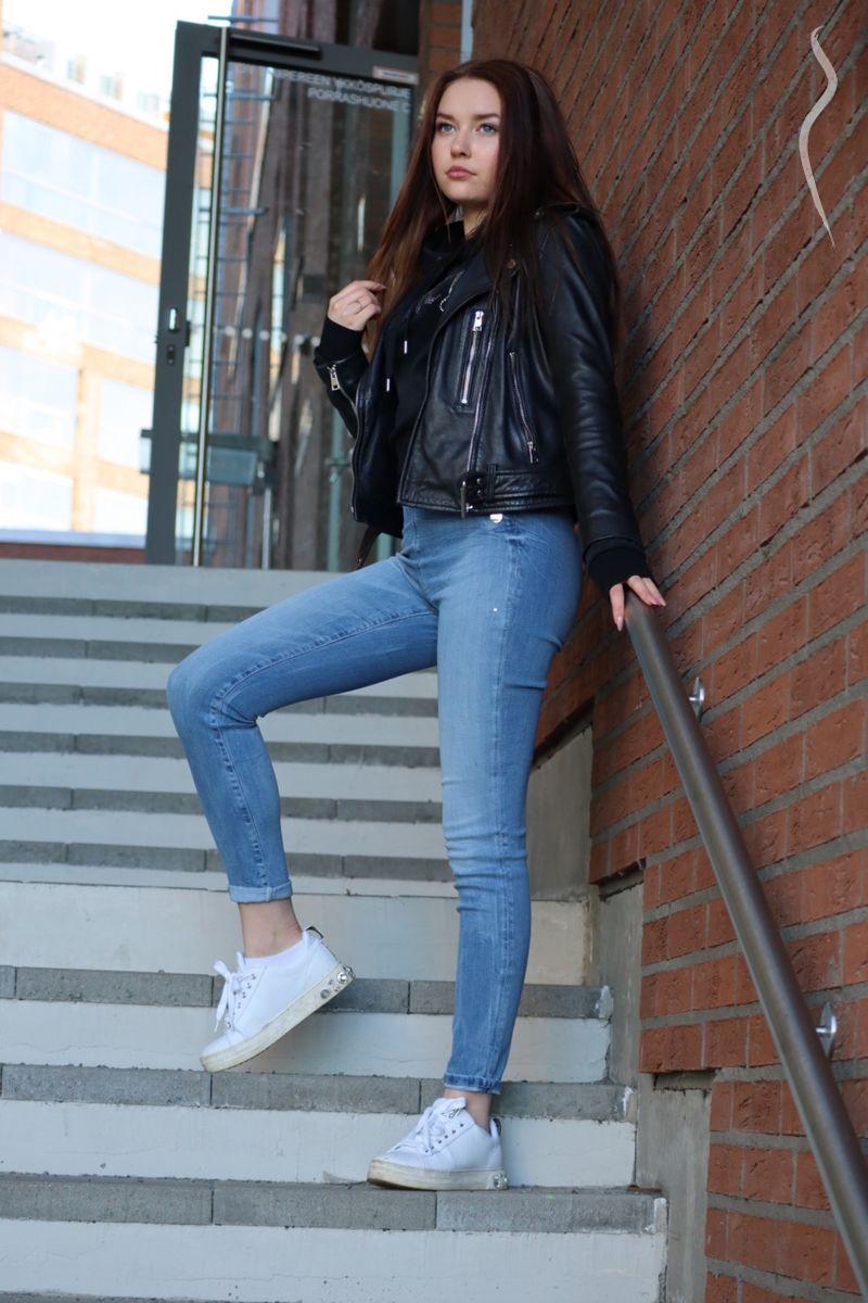 Девушка модель социальной работы в финляндии работа для девушек от 19 лет в москве