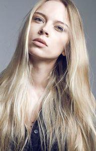 Suche weibliche Models blond erotisch