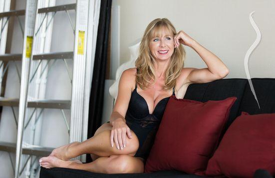 Free amateur blonde milf porn video