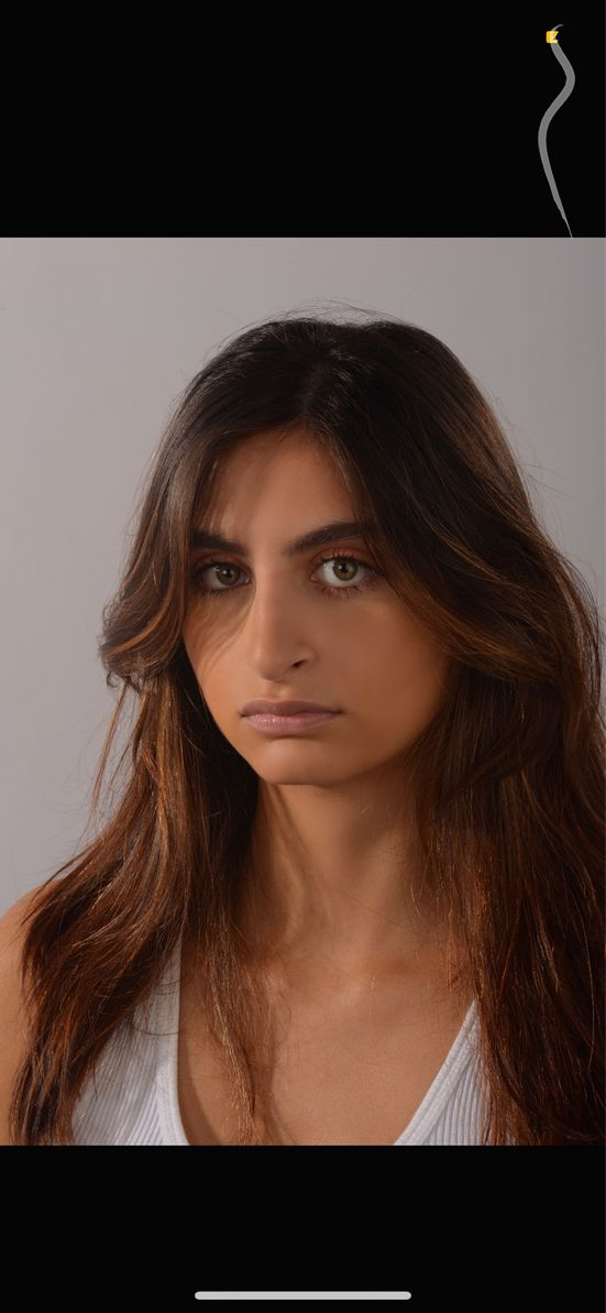 New face femme Mannequin Shadi from Royaume-Uni
